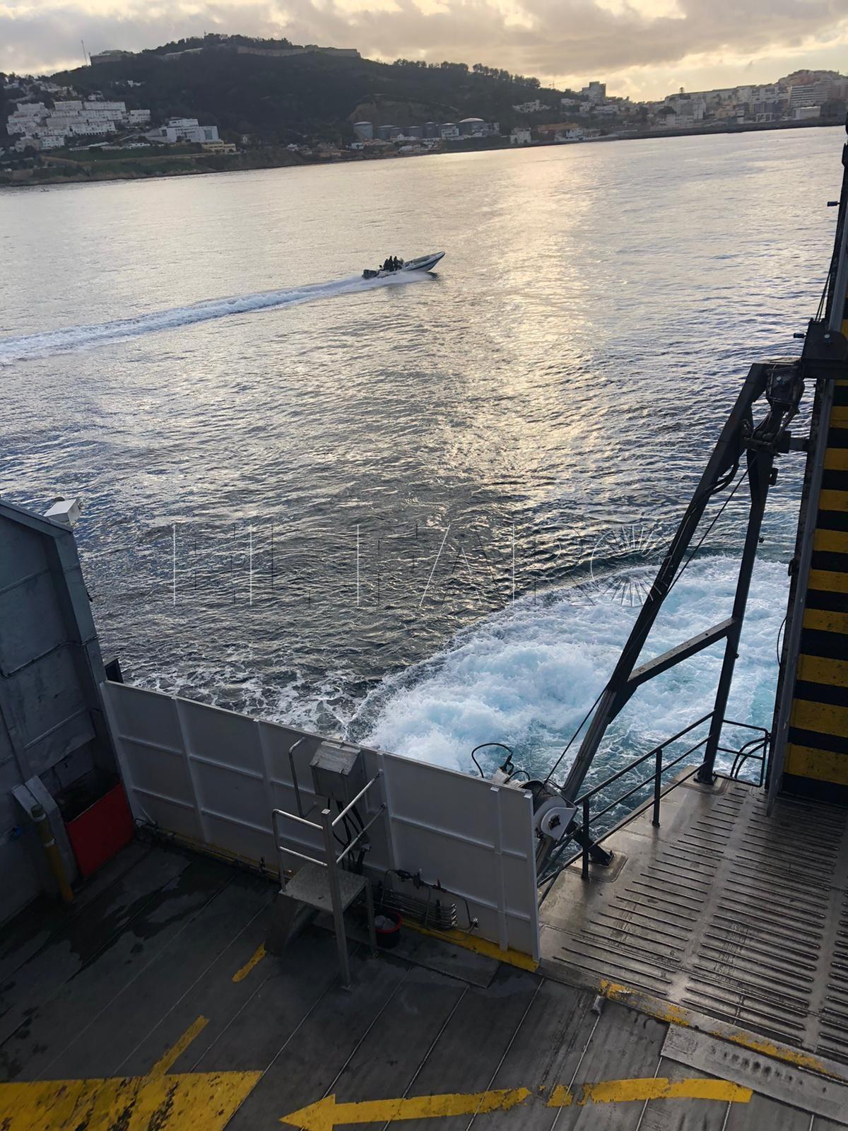 inmigrante-barco-trasmediterranea