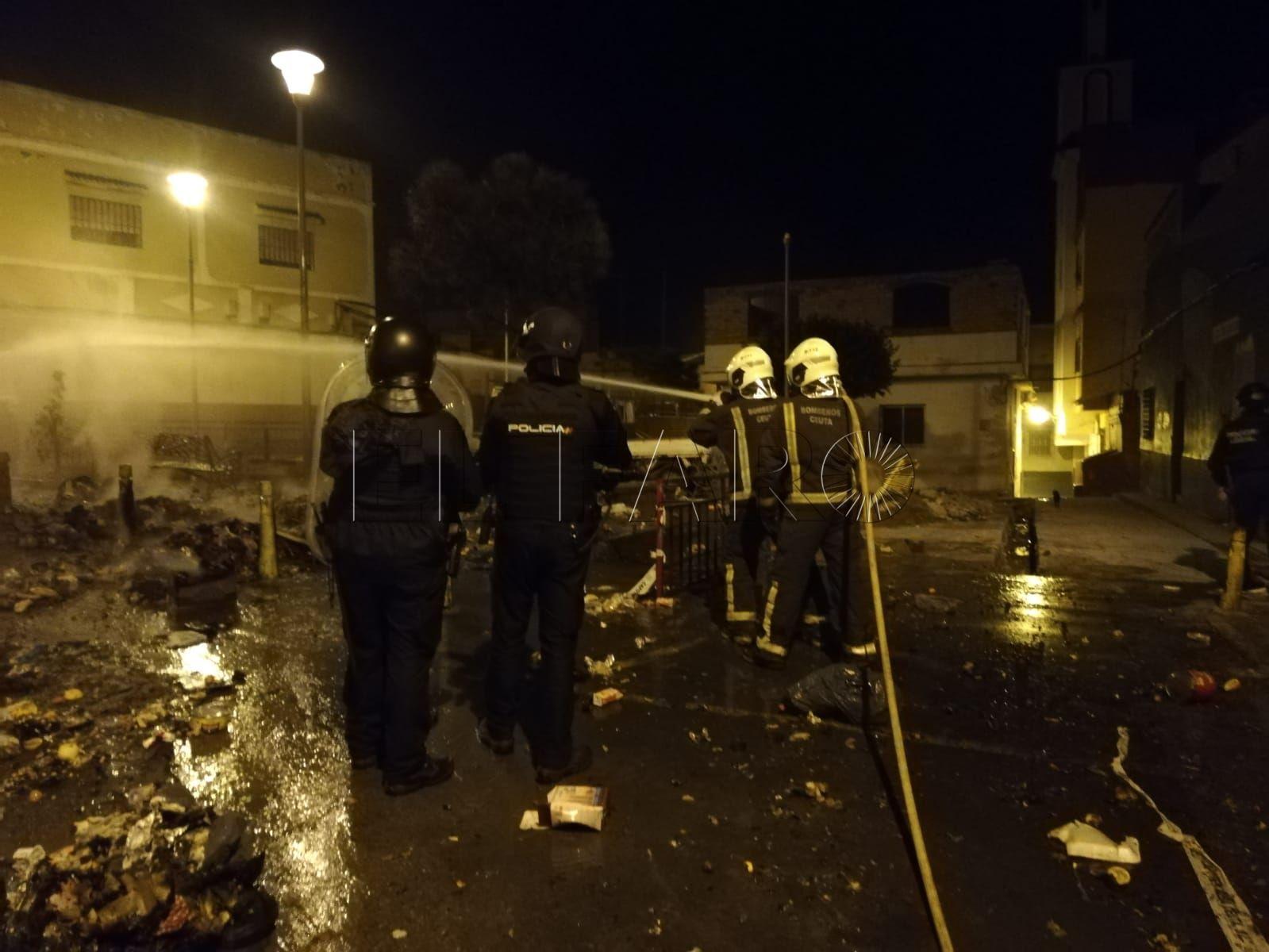policia-nacional-emboscada-principe-contenedores-quemados-2