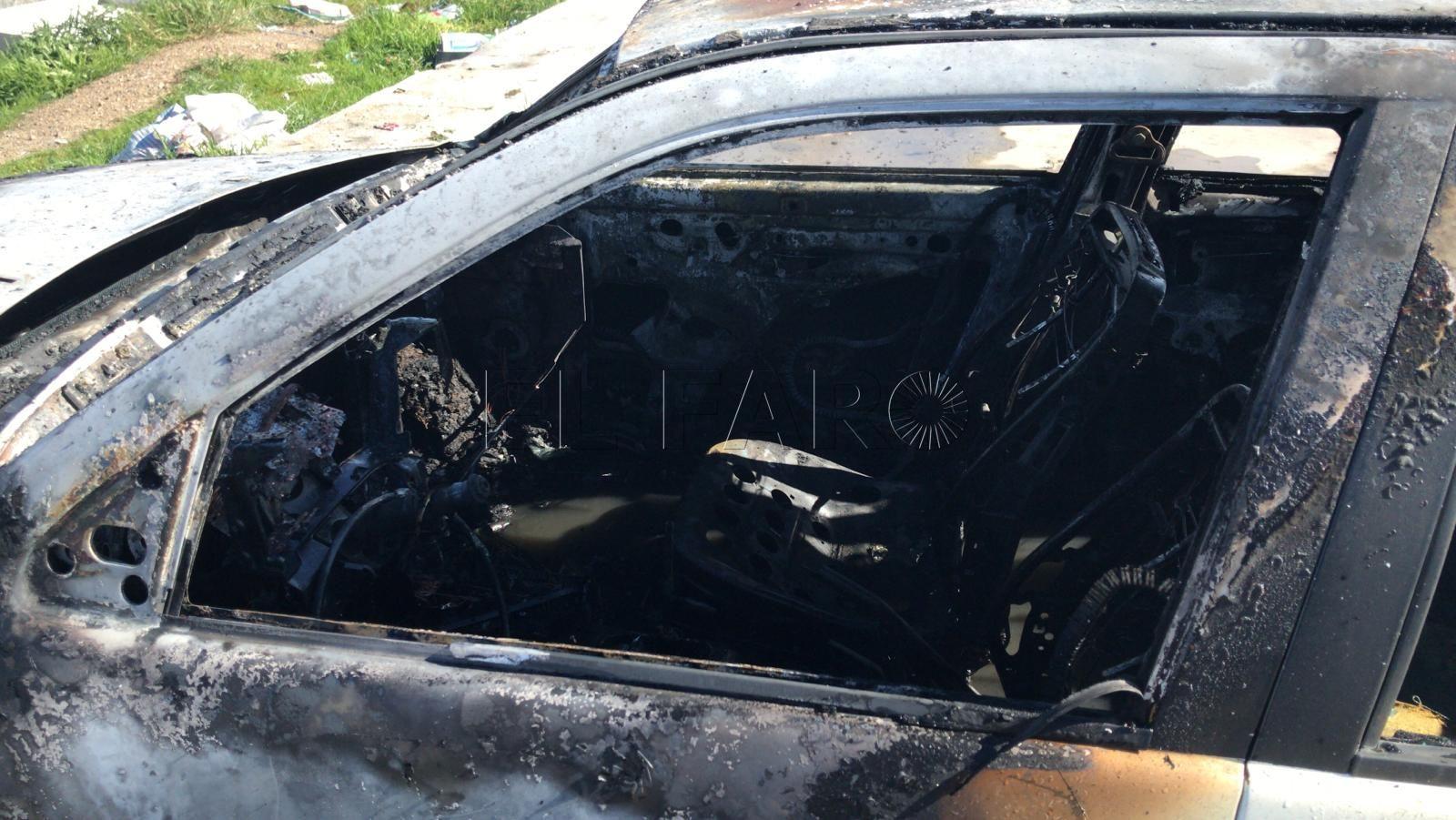 vehiculo-quemado-bomberos-aparcamiento-loma-colmenar-3