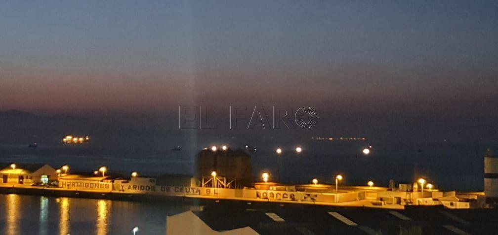barcos-marroquies-aguas-ceuta-puerto-2
