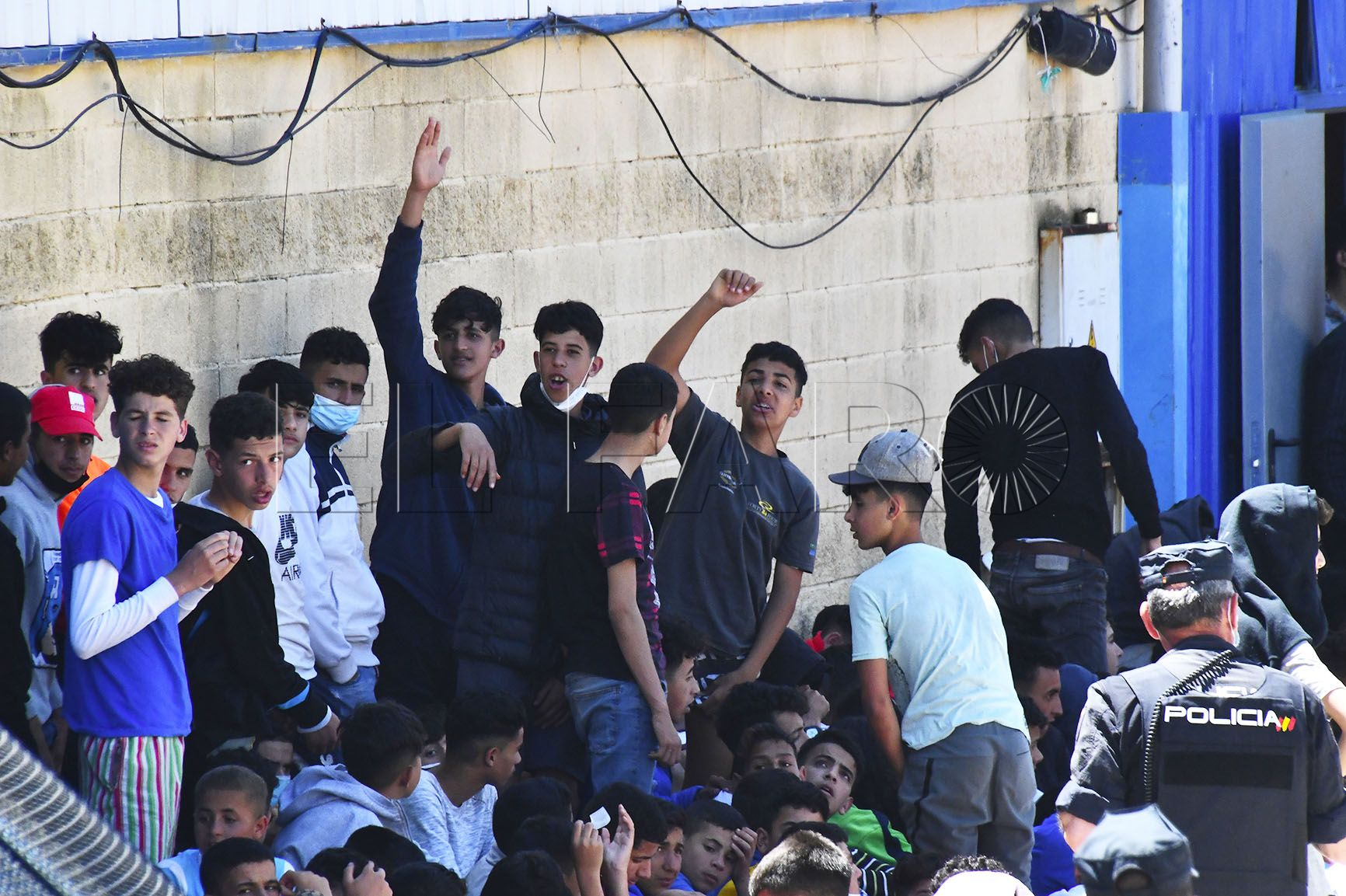 menores-naves-tarajal-entrada-inmigrantes-1